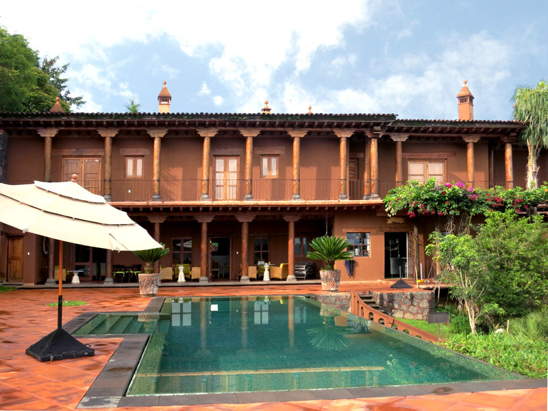 Terrace and pool at Hacienda Ucazanaztacua