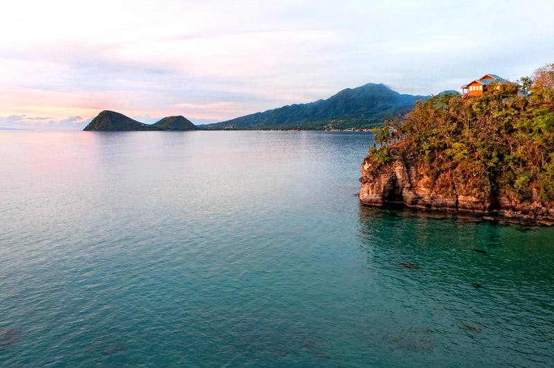 Zabuco Villa on a cliff 110 feet above the sea at Secret Bay