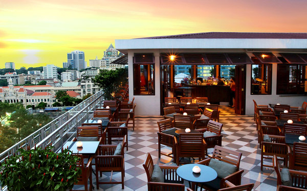Rooftop bar at the Caravelle Hotel, Saigon - © Caravelle Hotel
