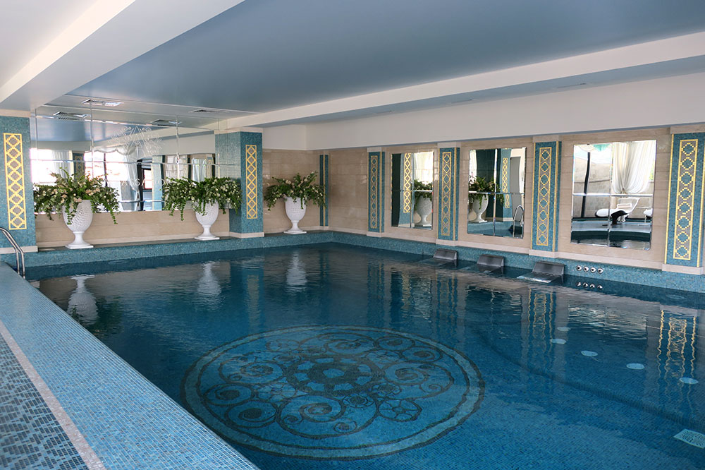 The indoor rooftop pool at the Ambassadori hotel