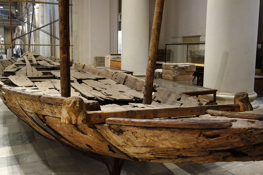 An ancient Pharaonic boat at the Egyptian Museum - Photo by Hideaway Report editor