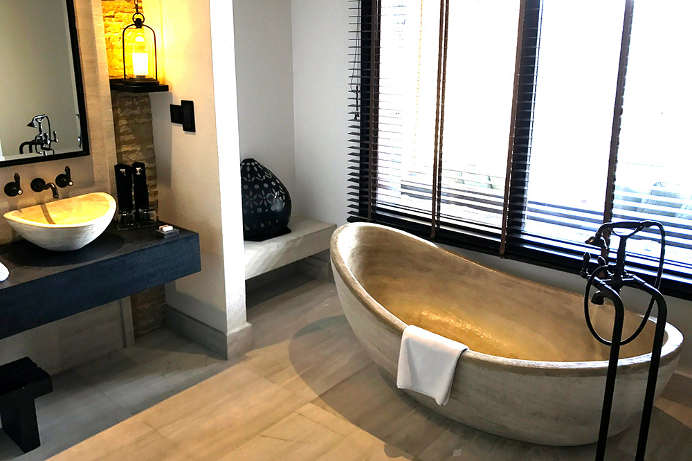 The bath in our room - Photo by Hideaway Report editor