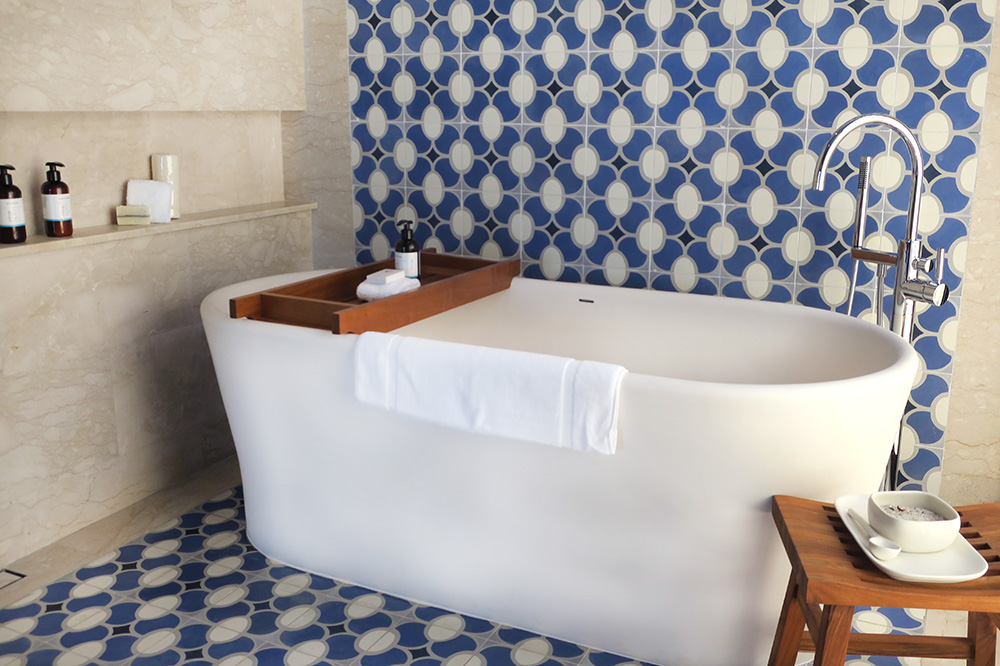 The bath of our Ocean View Room at Chileno Bay Resort in Los Cabos, Mexico