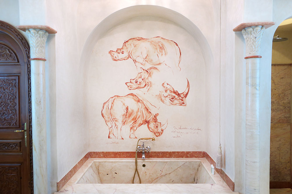 The bath of our Rhinoceros Suite at La Sultana Marrakech