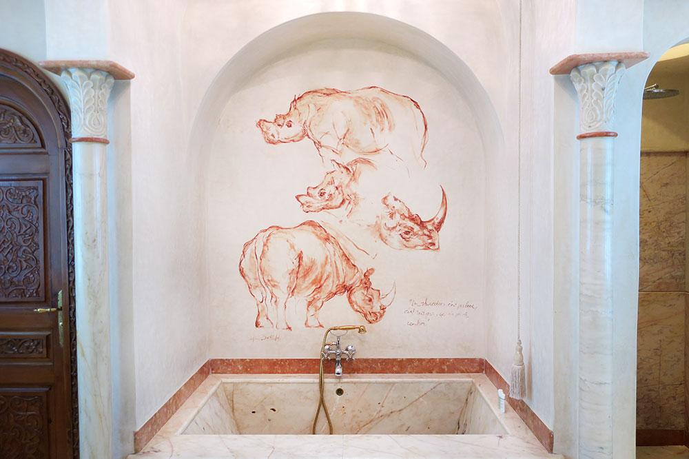 The bath of our Rhinoceros Suite at La Sultana Marrakech