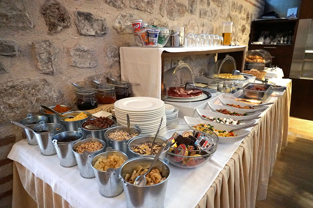 The breakfast buffet at Hotel Vestibul Palace