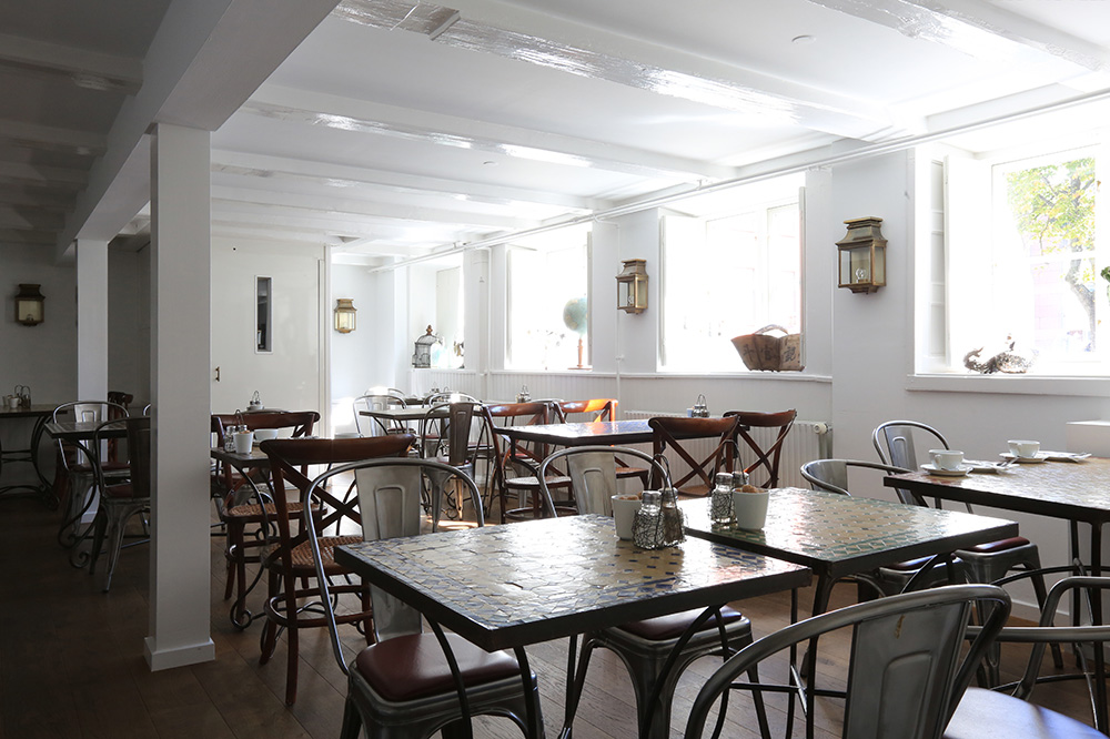 Dining area in the breakfast room