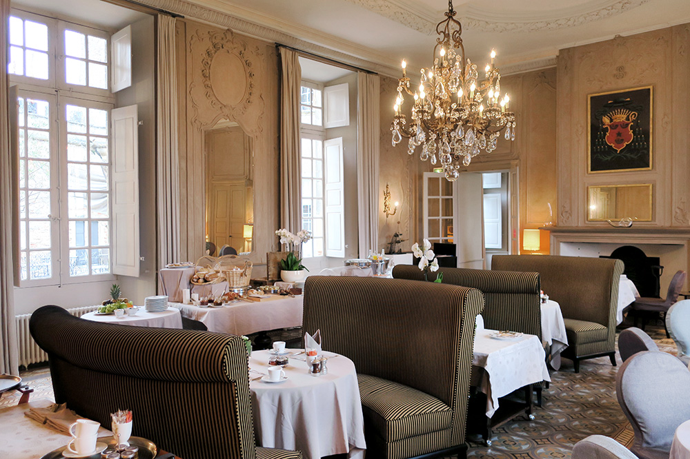 <em>Le Duèze</em>, one of the restaurants at the Château de Mercuès in Mercuès, France, set for breakfast