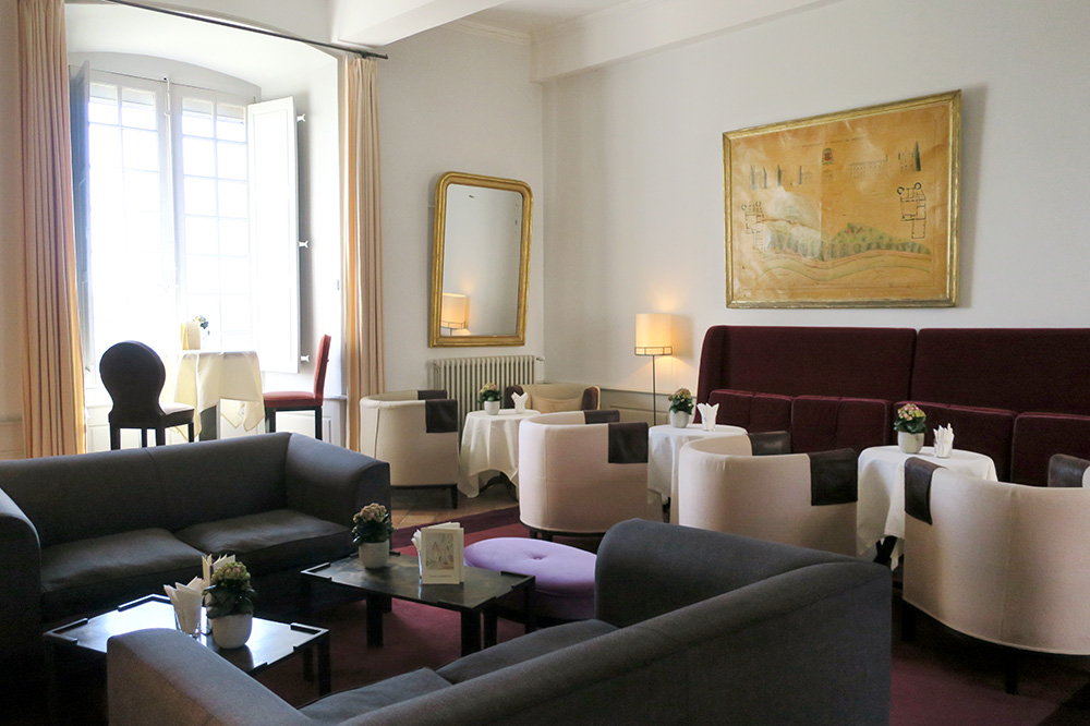 The lounge at the Château de Mercuès