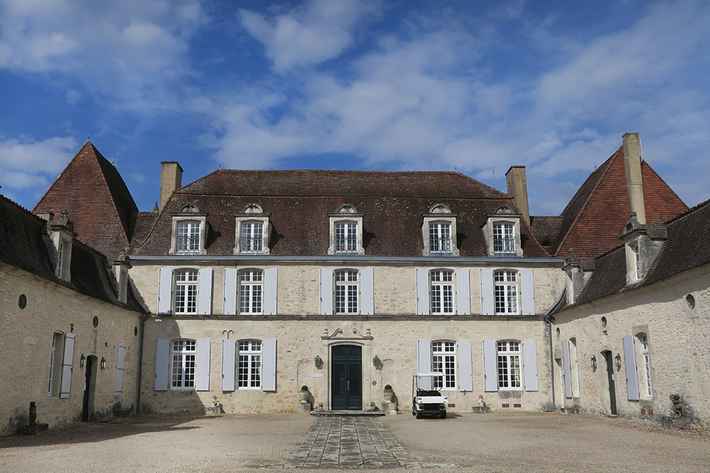 The exterior of the Château des Vigiers in Monestier, France - Photo by Hideaway Report editor