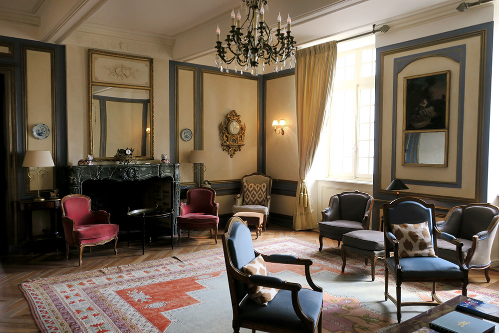 The lounge at the Château des Vigiers in Monestier, France - Photo by Hideaway Report editor