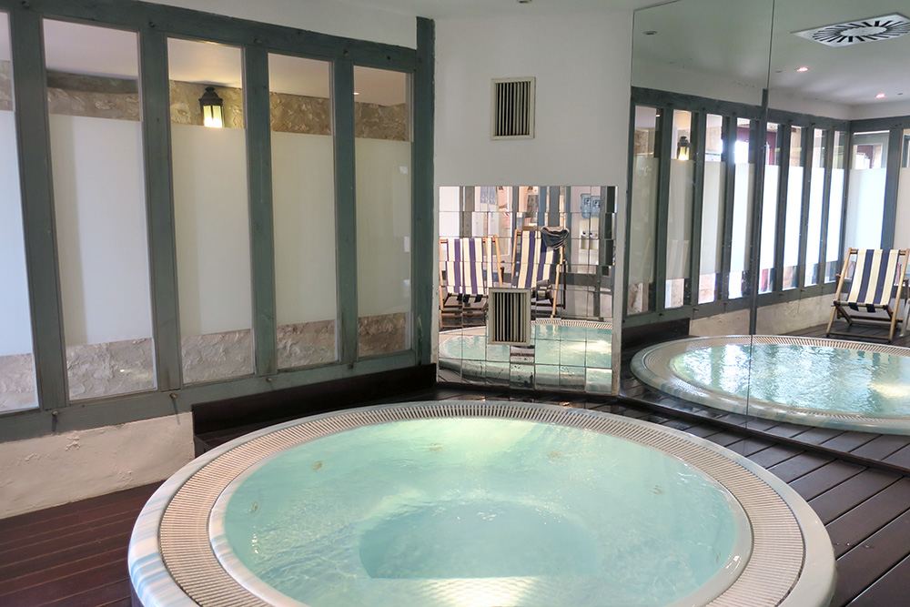 The Jacuzzi in the spa at the Château des Vigiers in Monestier, France - Photo by Hideaway Report editor