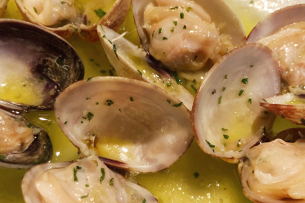 Clams cooked in white wine from <em>O'Pazo</em>