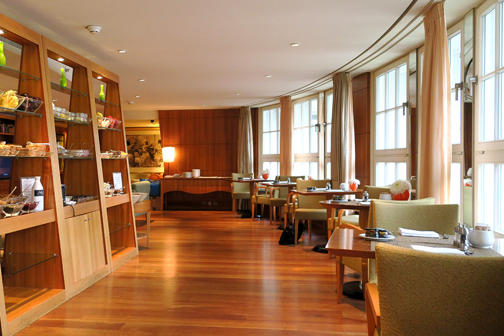 The club lounge at the Park Hyatt Hamburg