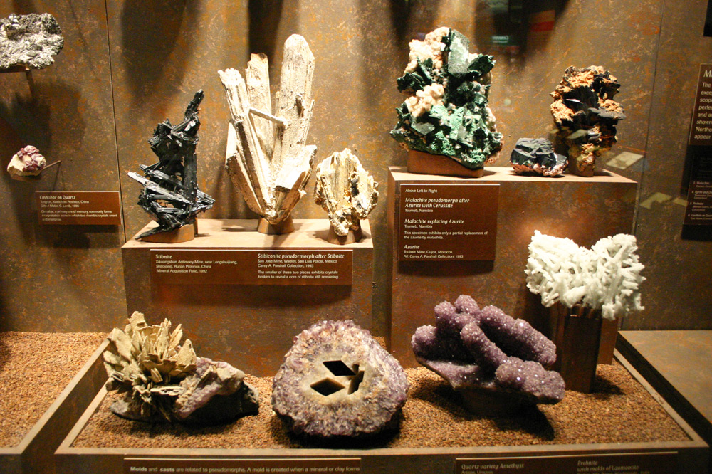Mineral display at the Bruce Museum in Greenwich, Connecticut - Wikimedia/Jllm06