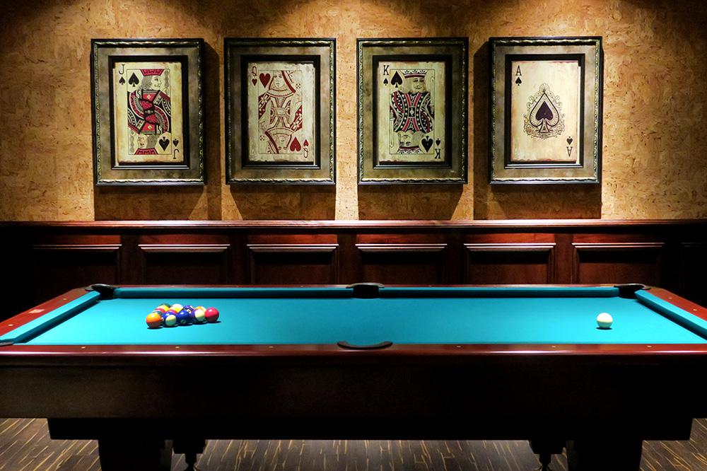 The billiards table at <em>La Cantina</em> at Hacienda AltaGracia