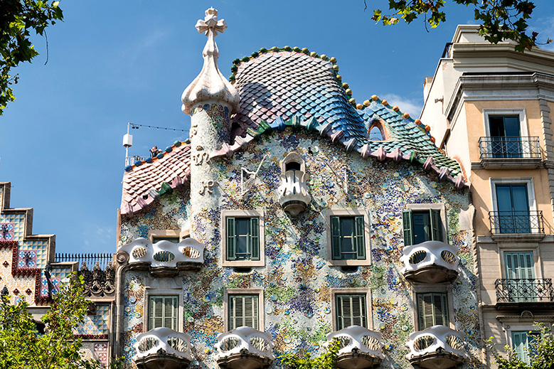 The mosaic exterior of Casa Batlló