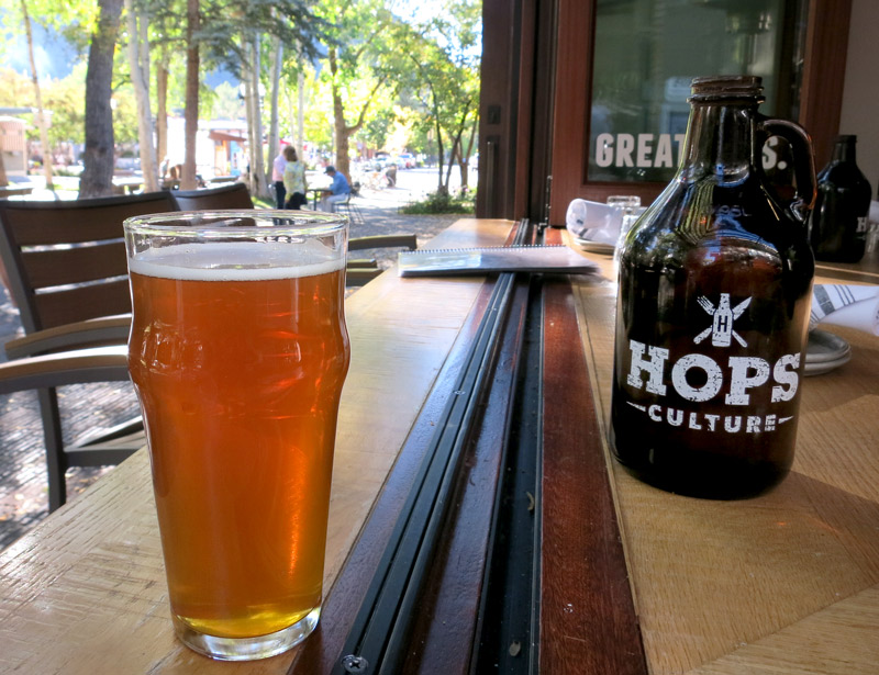 My refreshingly dry and crisp whiskey-hued Left Hand Brewing Oktoberfest at <i>Hops Culture</i> - Photo by Hideaway Report editor