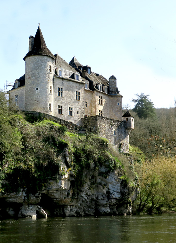 Positioned at the edge of a cliff in Lacave, France, Château de la Treyne creates a dramatic sight.
