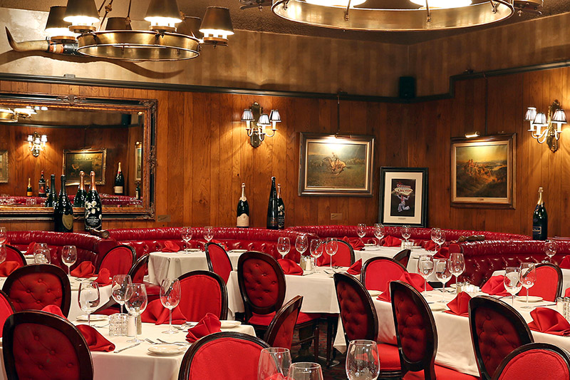 Dining room at <em>The Golden Steer</em>