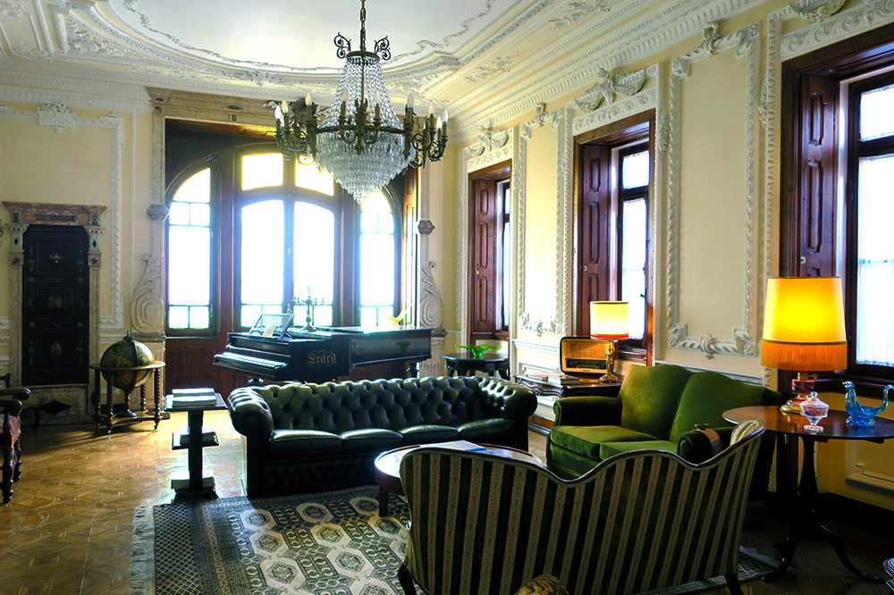 The main lounge at Palacate Chafariz D'El Rei, Lisbon, Portugal - Photo by Hideaway Report editor