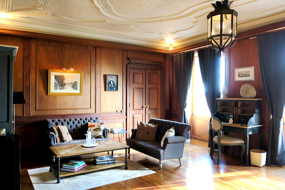 Seating area in the Oak Suite of Palácio Ramalhete, Lisbon, Portugal - Photo by Hideaway Report editor