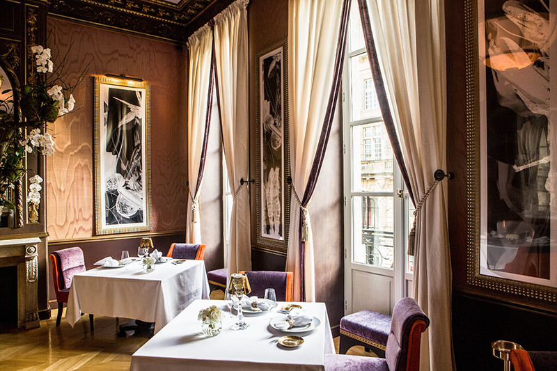 Dining room of <i>Le Pressoir d'Argent Gordon Ramsay</i> at InterContinental Bordeaux - Le Grand Hotel ©Julien Faure