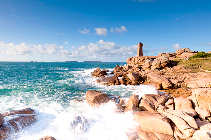 Wave-dashed headland on the Pink Granite Coast - © nicky39/iStock/Thinkstock