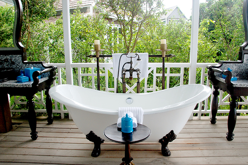 Outdoor bath of our cottage at Belle Mont Farm