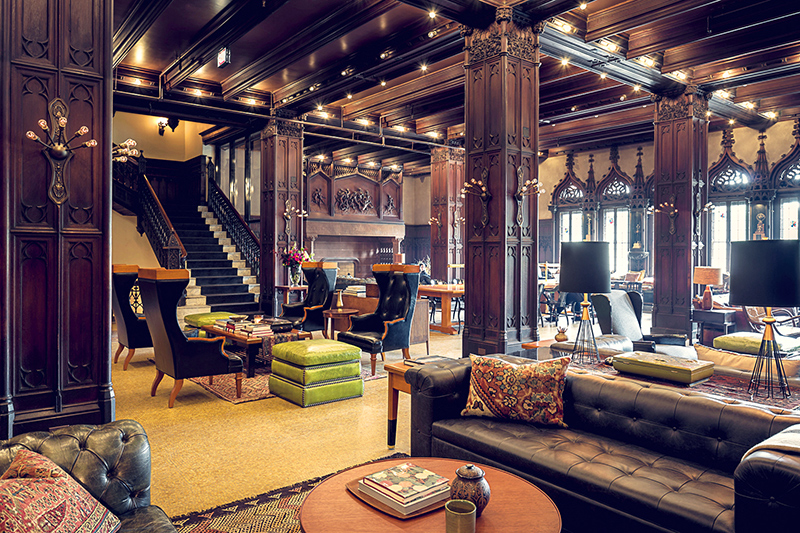 Palatial lobby lounge at the Chicago Athletic Association Hotel - © Alan Shortall
