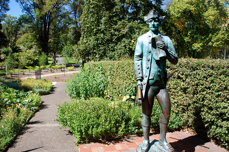 Statue of Captain James Cook at Fitzroy Gardens - Photo by Hideaway Report editor