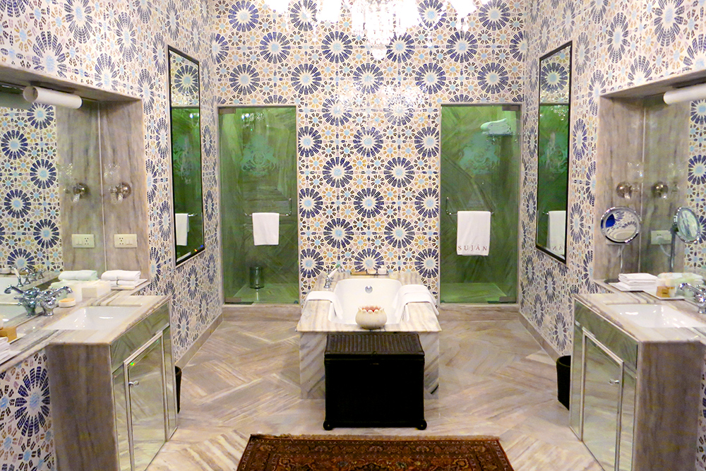 Bath in The Maharaja's Apartment at SUJÁN Rajmahal Palace in Jaipur, India