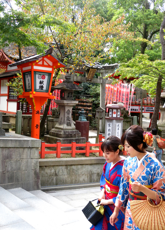 Women in Kyoto - Photo by Hideaway Report editor