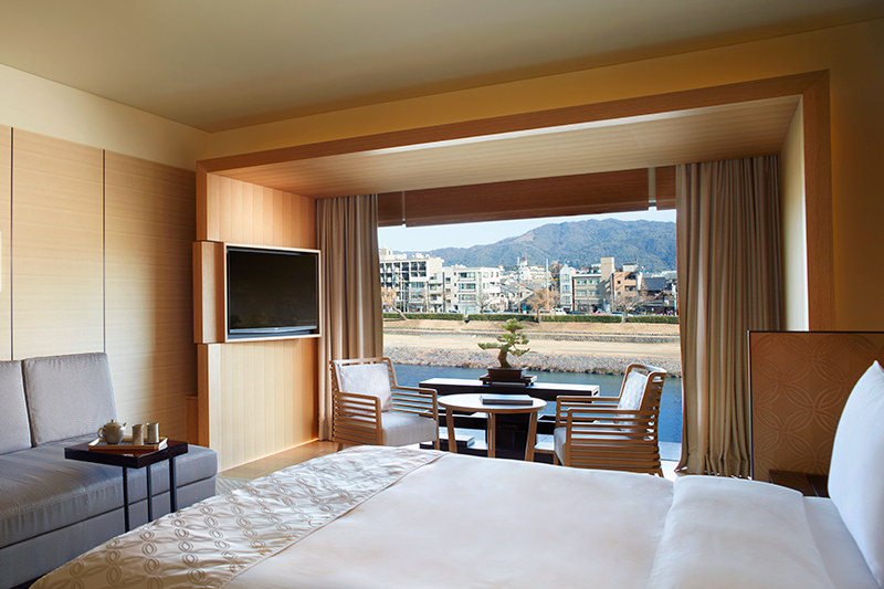 Luxury Room overlooking the Kamogawa River