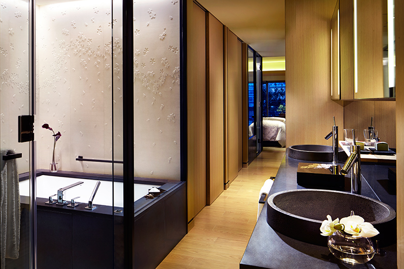 Luxury Room bath at The Ritz-Carlton, Kyoto - © Christopher Cypert
