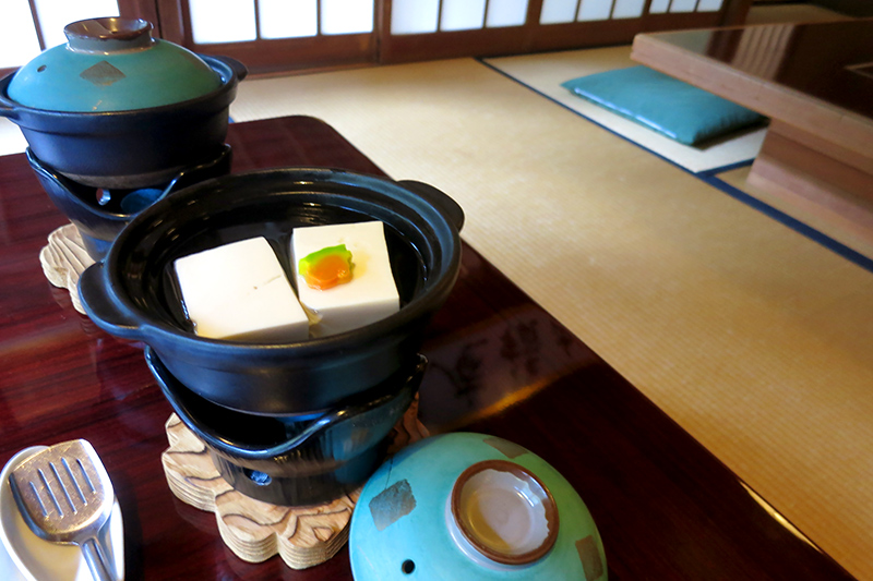 <i>Yudo</i> (chunks of creamy tofu simmered in broth) at <i>Shoraian</i> - Photo by Hideaway Report editor