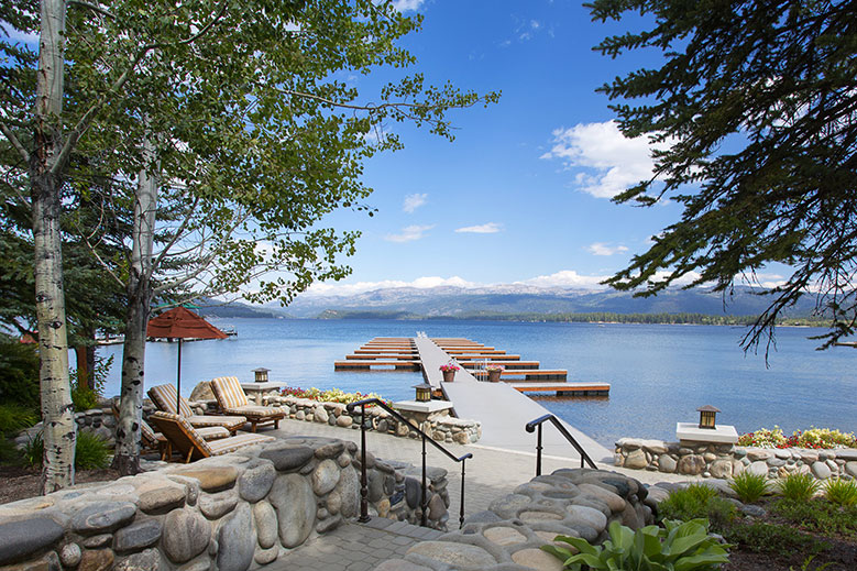Idyllic Idaho Lakeside Retreat