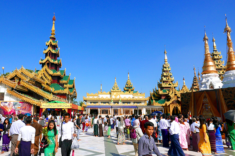 Shwedagon visitors - Photo by Hideaway Report editor