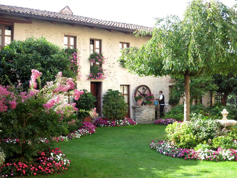 Garden at Hotel Castello di Sinio