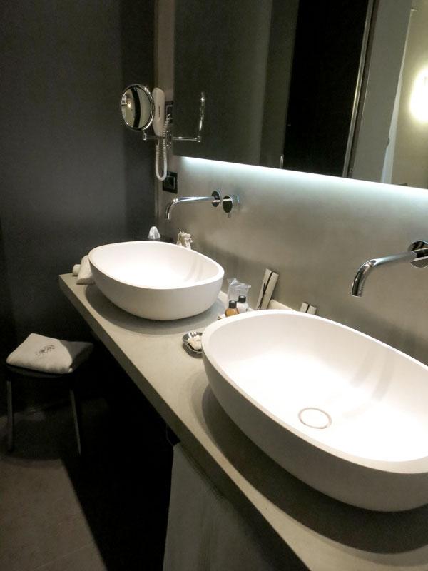 Our suite bath at Relais San Maurizio
