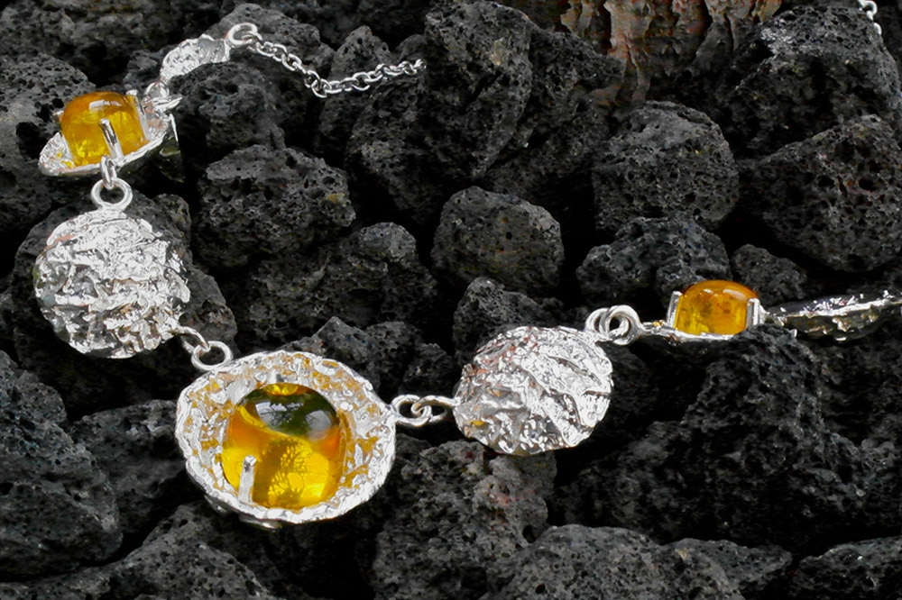 An example of an intricately designed piece of jewelry from Cotantik