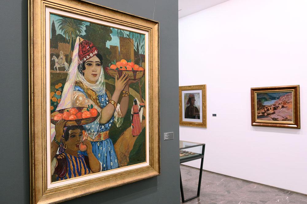 """""""Femme portant des oranges devant les remparts de Mansourah, Tlemcen, 1915,"""" by André Suréda, at the Musée MACMA"""
