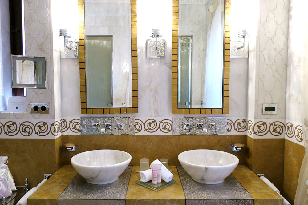 The bath of our Premier Riad at Royal Mansour
