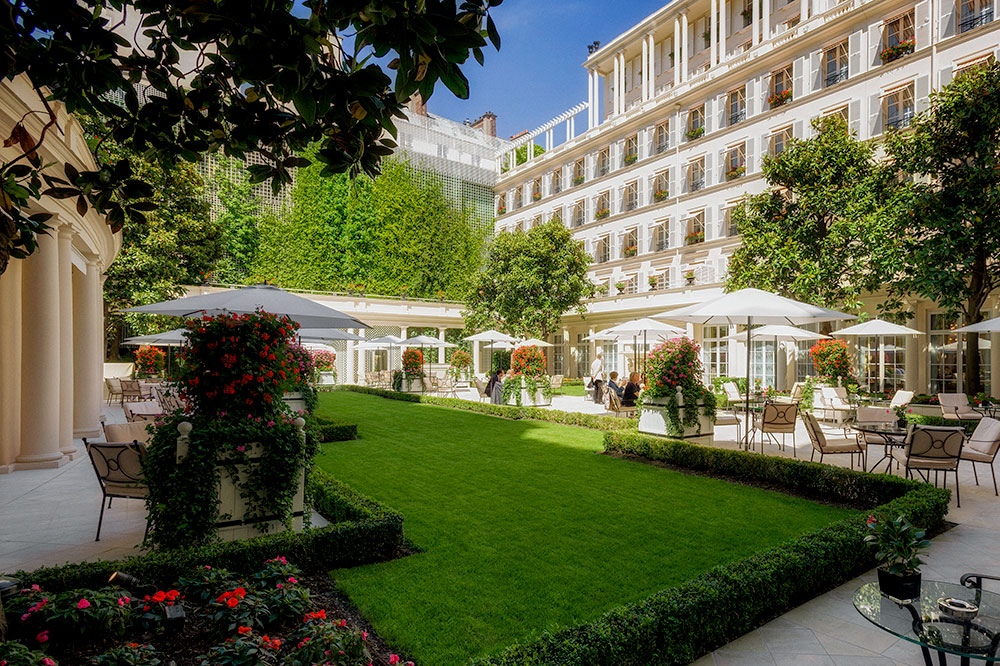 The courtyard at Le Bristol Paris