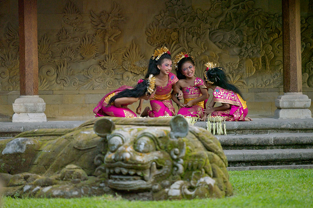 Balinese dance students at Amandari