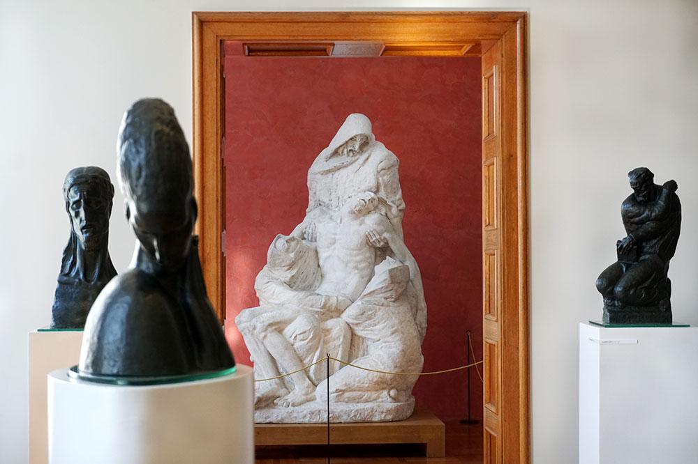 Sculptures inside the Meštrović Gallery