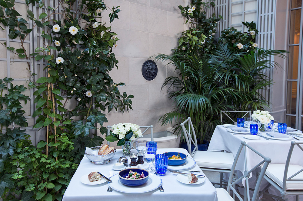 Outdoor seating at <em>Majorelle</em> at The Lowell in New York City - Elizabeth Lippman