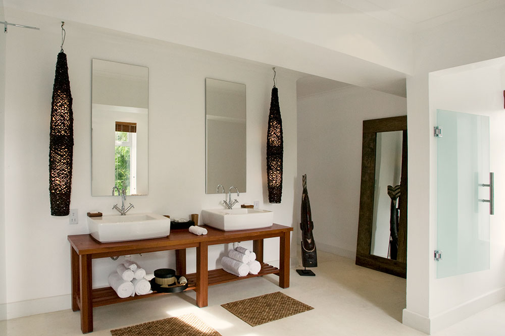 The bath of a room at The Oyster Bay