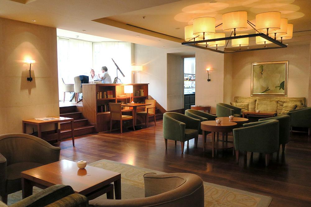 The <em>Park Lounge</em> at the Park Hyatt Hamburg