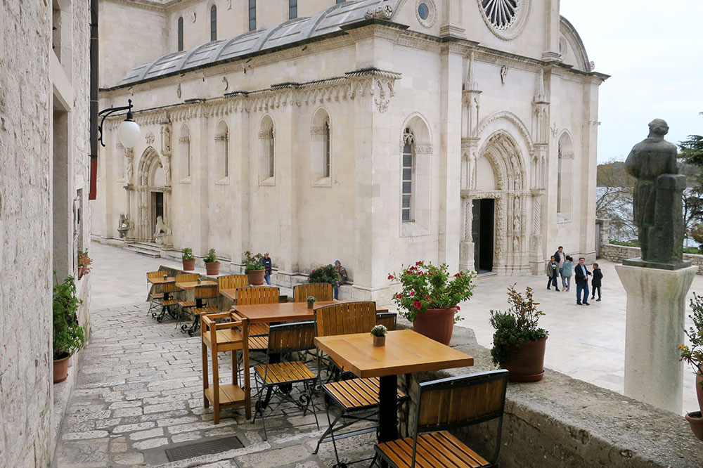 Patio seating at <em>Pelegrini</em> overlooking the Cathedral of St. James in Šibenik, Croatia